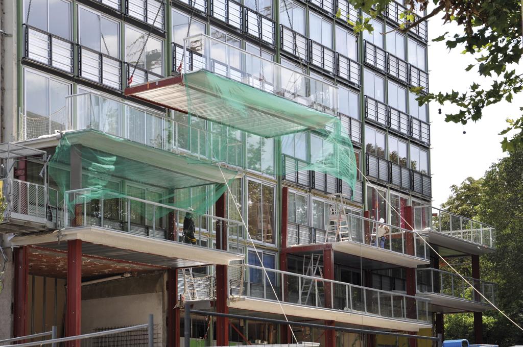 Le meccano de la nouvelle façade montée en site occupé © Agence Lacaton & Vassal