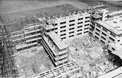 La Cité de la Muette à Drancy en chantier panneaux de béton préfabriqués posés sur une structure métallique tridimensionnelle
